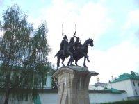 Памятник Борису и Глебу у одноименного монастыря