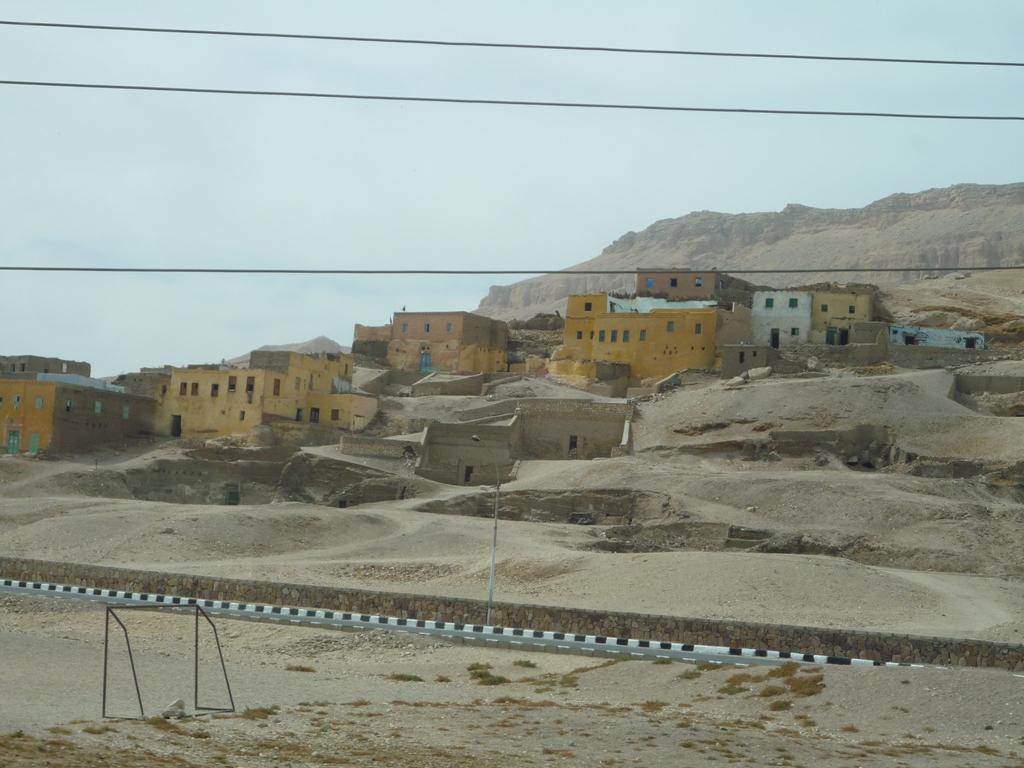 Городок ныне живущих в долине Мертвых