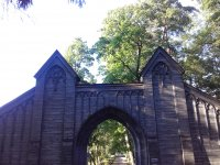 Главные парковые ворота в неоготическом стиле