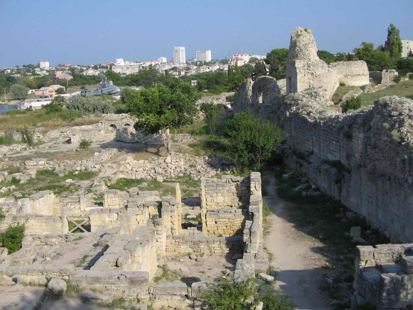 Городище и защитные сооружения