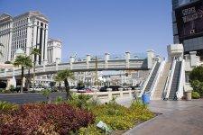 Эскалаторы на главной улице Вегаса Стрип