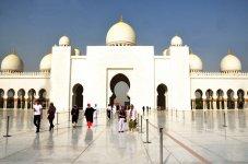 Центральный вход в Белую мечеть
