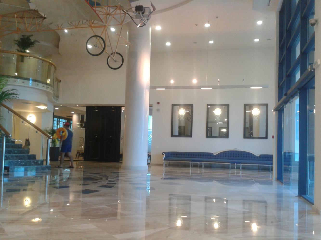 Холл, первый этаж