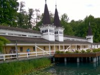 Старинная купальня на озере Хевиз