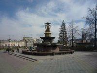 Площадь Е.М. Ярославского с фонтаном у оперного театра.