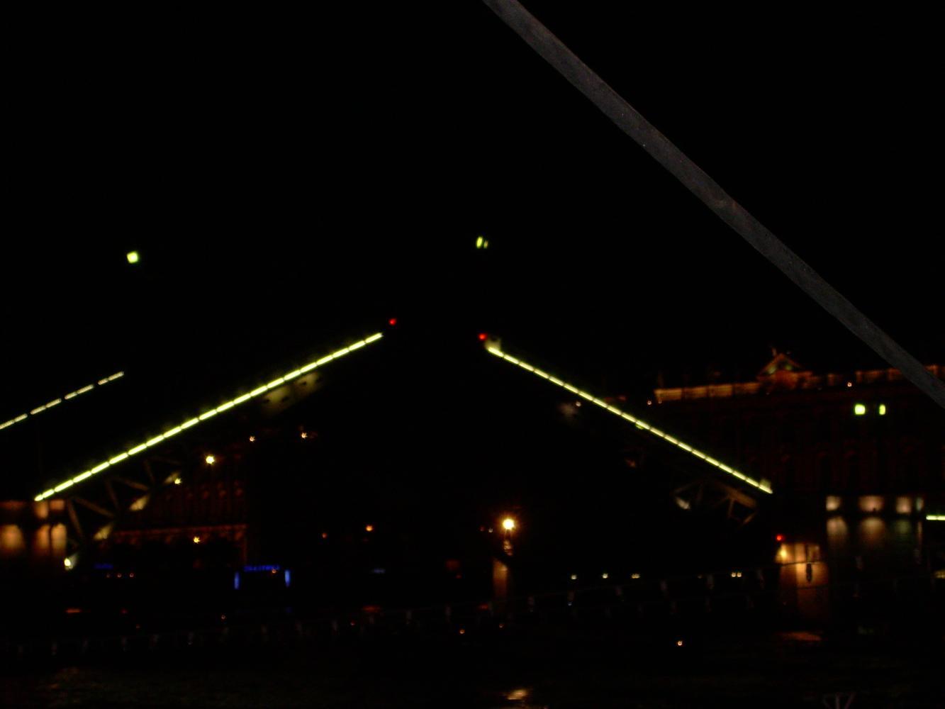 Дворцовый мост ночью