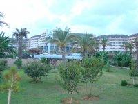 Вид отеля, территория отеля