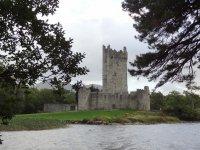 Замок на берегу озера