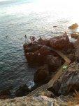 скалистый пляж в 20 минутах хотьбы