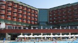 Вид отеля с основног бассейна