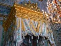 Балдахин кровати Парадной спальни императрицы.
