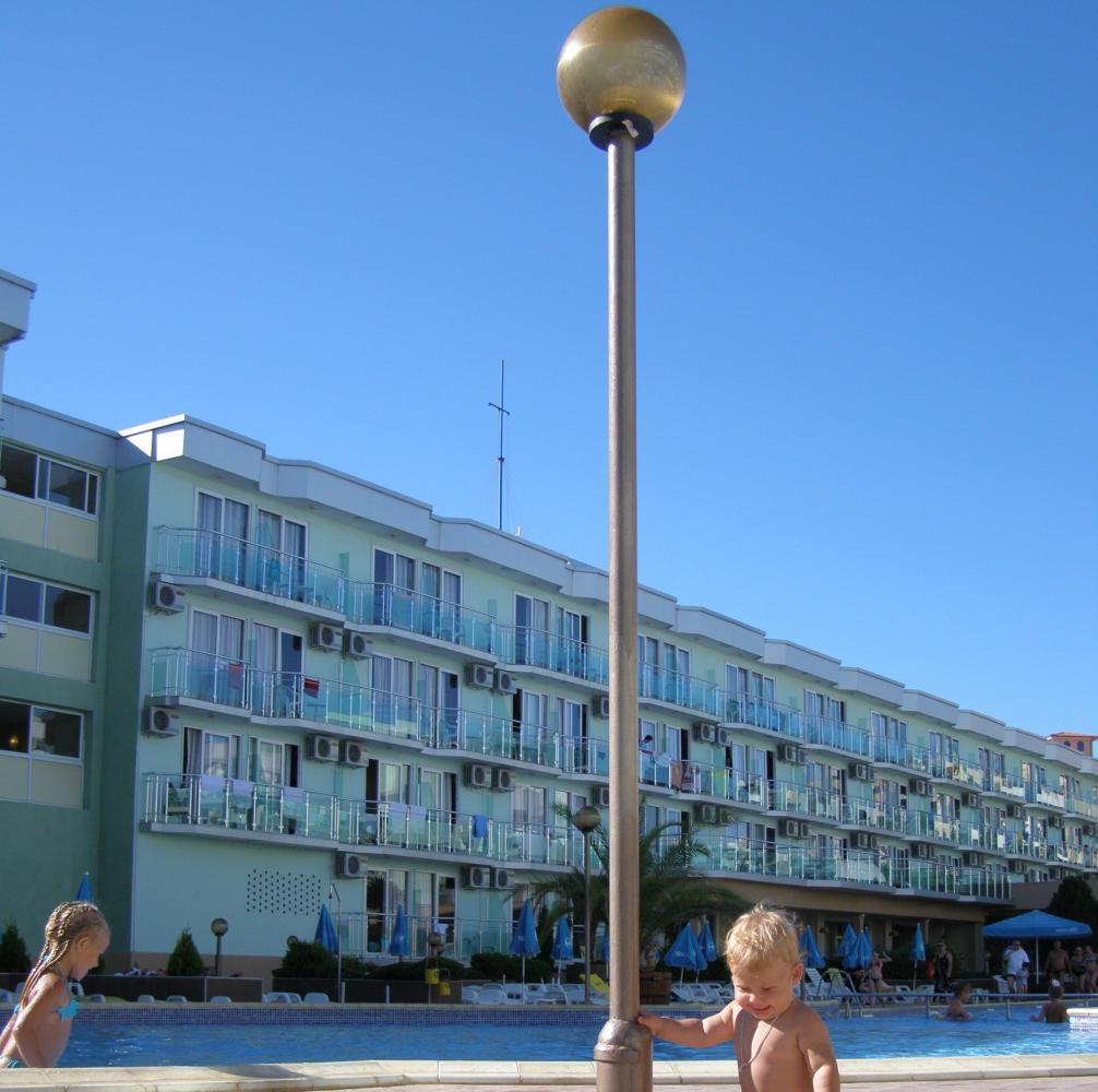 правое крыло отеля