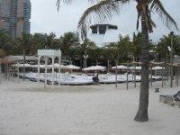 Один из отелей на пляже