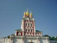 Блеск куполов Преображенской надвратной церкви.