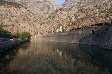 Ров и крепостная стена Старого Котора