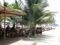 Zenzi bar - один из многочисленных бич баров