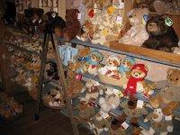 В магазине медведей