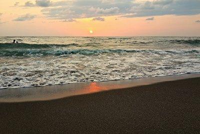Закат на пляже Уреки, Грузия. Фото Kakha Kolkhi, Flickr.com/photos/99831358@N08/