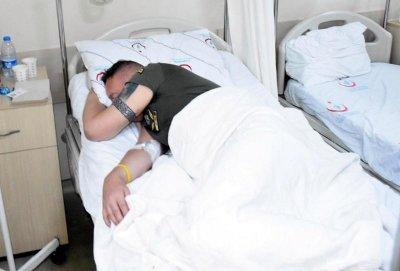 Ян Кэмпбелл отдыхает в турецкой больнице. Фото Hurriyet Daily News