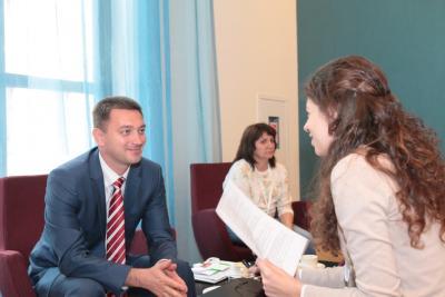 Наш журналист берет интервью у Министра курортов и туризма Краснодарского края