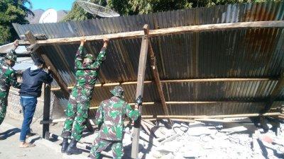 Спасатели и военные разбирают завалы на о. Ломбок. Фото BMKG