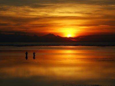 Закат на пляже Санура, остров Бали