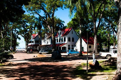 Officers houses at Fort Zeelandia, Paramaribo Suriname. Автор: GJ Bulte