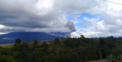 Извержение вулкана Синабунг, 27 декабря 2017 г., Суматра
