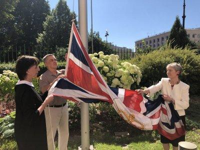 Церемония спуска флага. Фото @ukinrussia