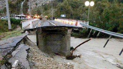 Обрушение моста на трассе Джубга— Сочи