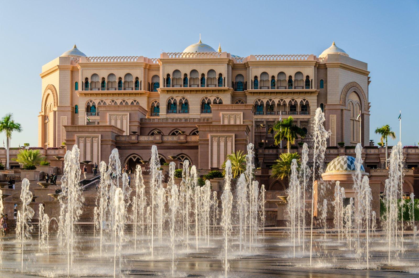 «Эмиратс Палас» — роскошь 21 века