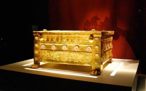 В Вергину к царским гробницам и руинам священного города