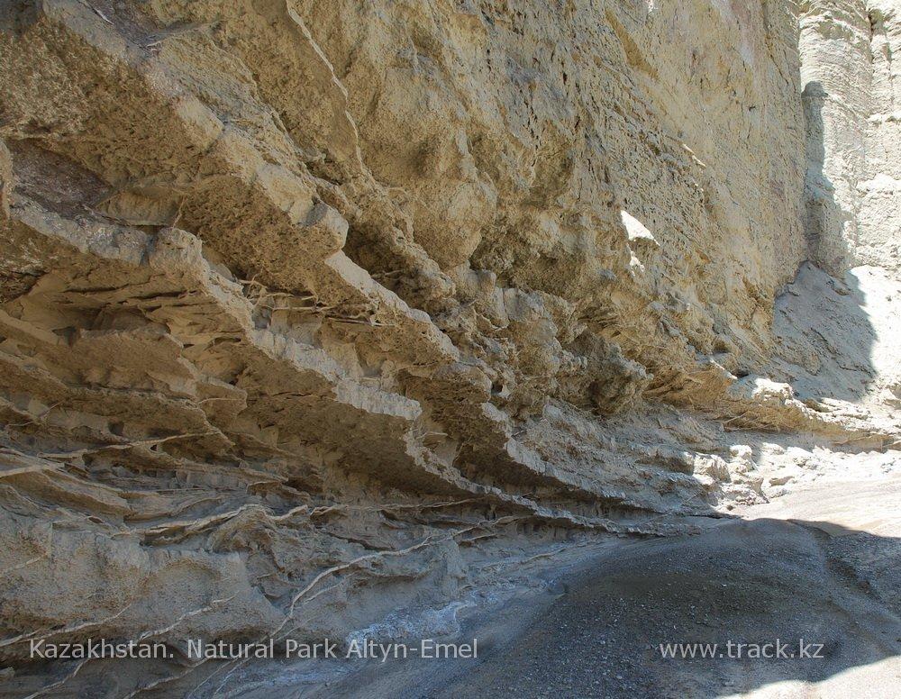 Разноцветные пустынные горы Актау. «Поющий бархан». Природный парк «Алтын-Эмель»