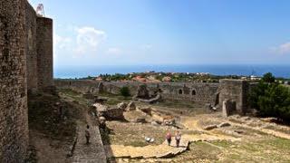 Патра (храм Святого Андрея), замок-винодельня «Ахайя Клаус» или замок Хлемуци, мост Рио-Антирио