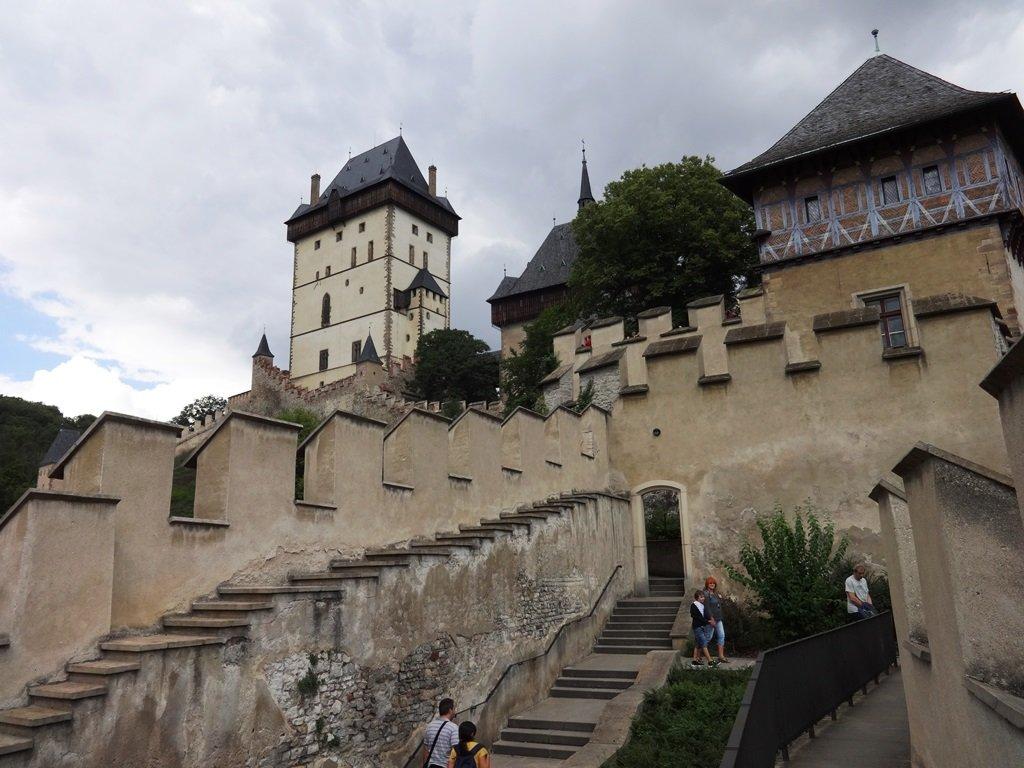 Замок Карлштейн — сейф Священной Римской империи, или «Без инопланетян здесь не обошлось»