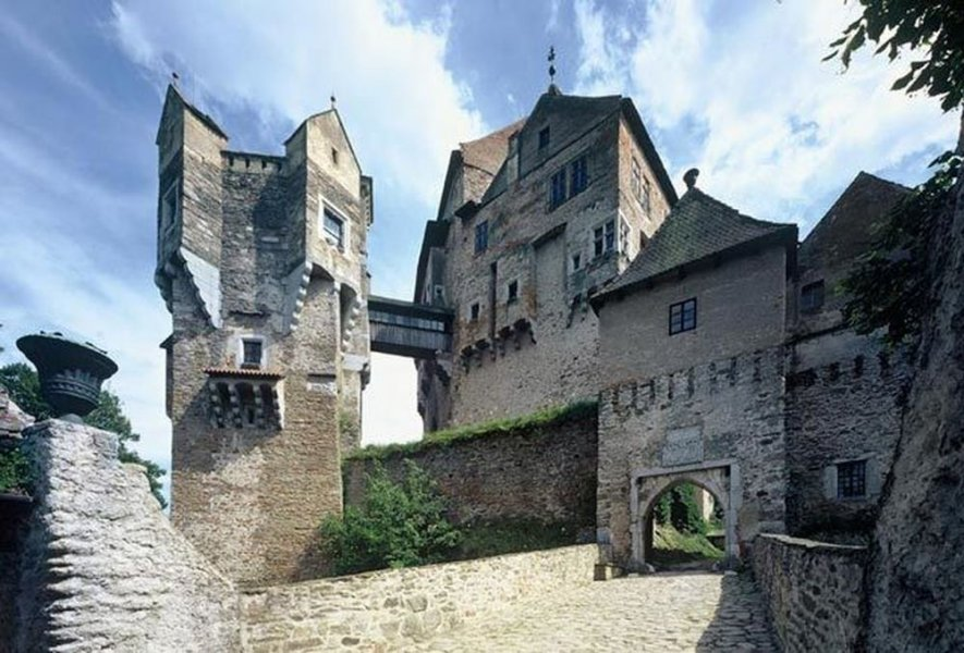 Из Праги: пропасть Мацоха и пещера Пункевни + замок Пернштейн