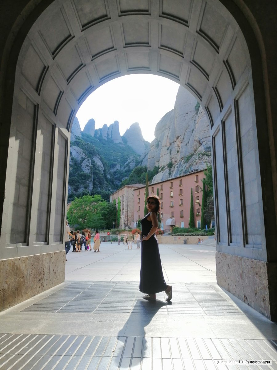 Монтсеррат — монастырь, встреча с Мадонной, парк лабиринтов Орта, обед на Оливковой ферме