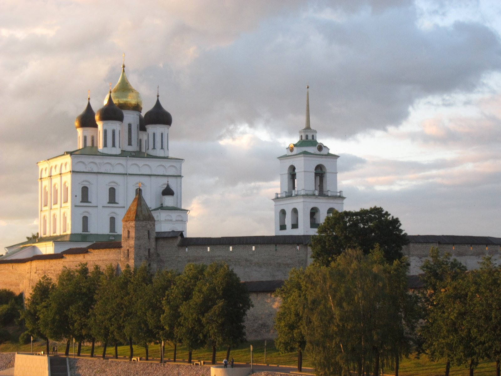 Экскурсия по Псковскому Кремлю с променадом по набережным