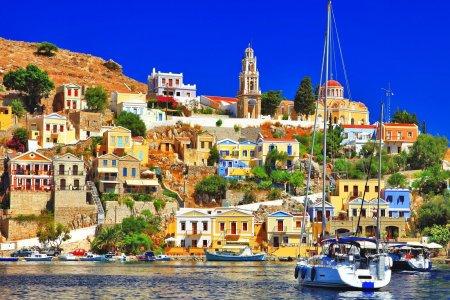 VIP-Сими — многоцветная неоклассика на фоне пляжей Эгейского моря