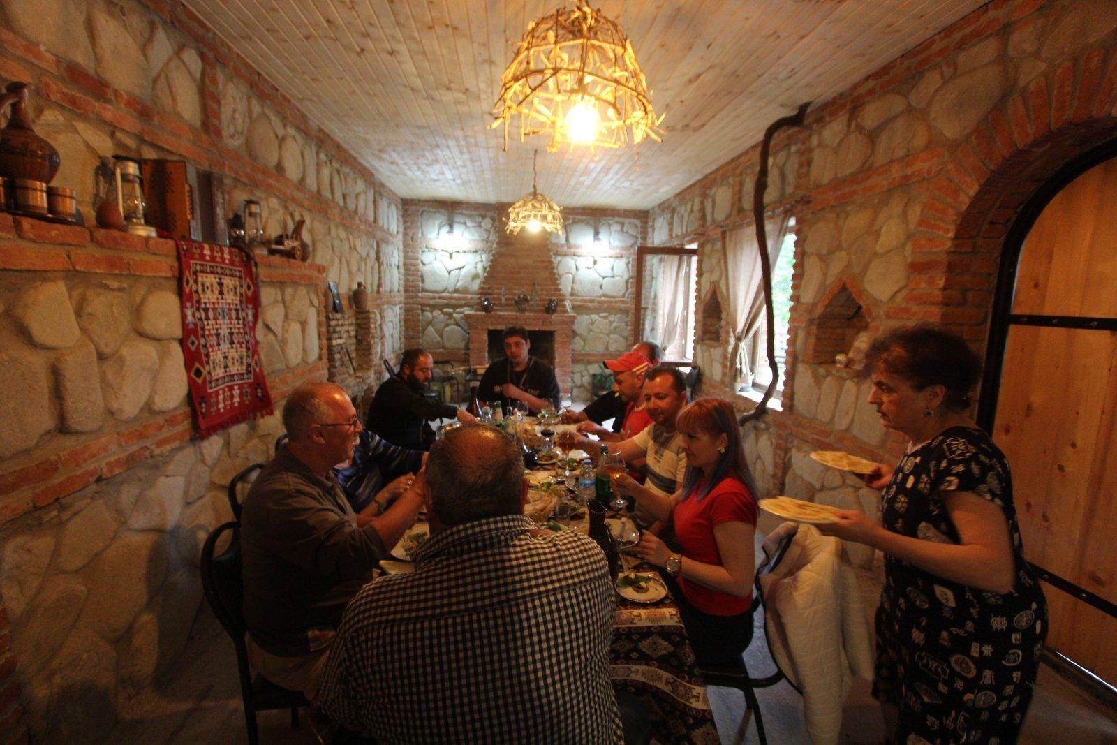 Настоящее грузинское застолье и город любви Сигнахи