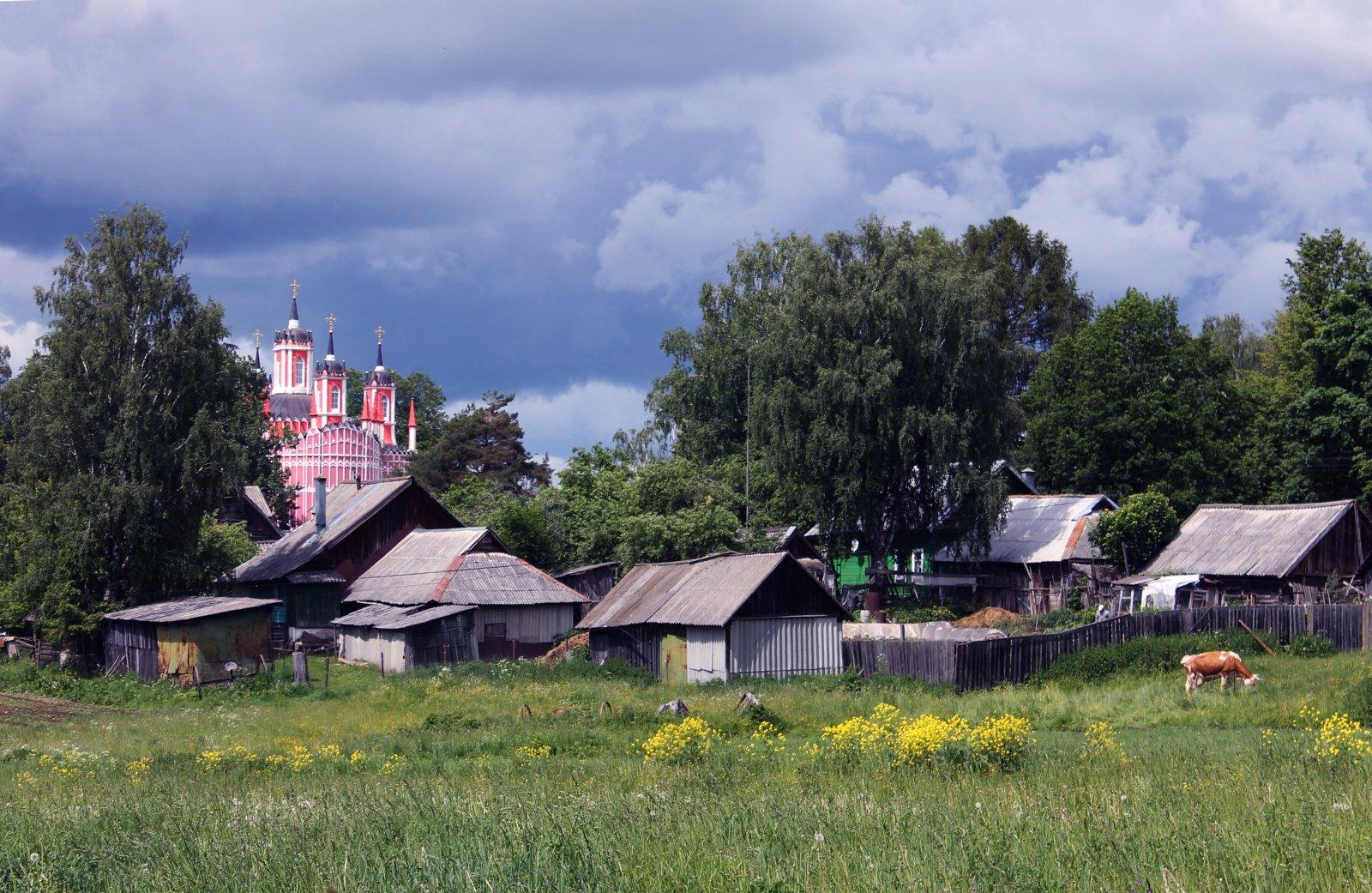 Достопримечательности в уезде: Иваниши, Родня, Красное, Берново