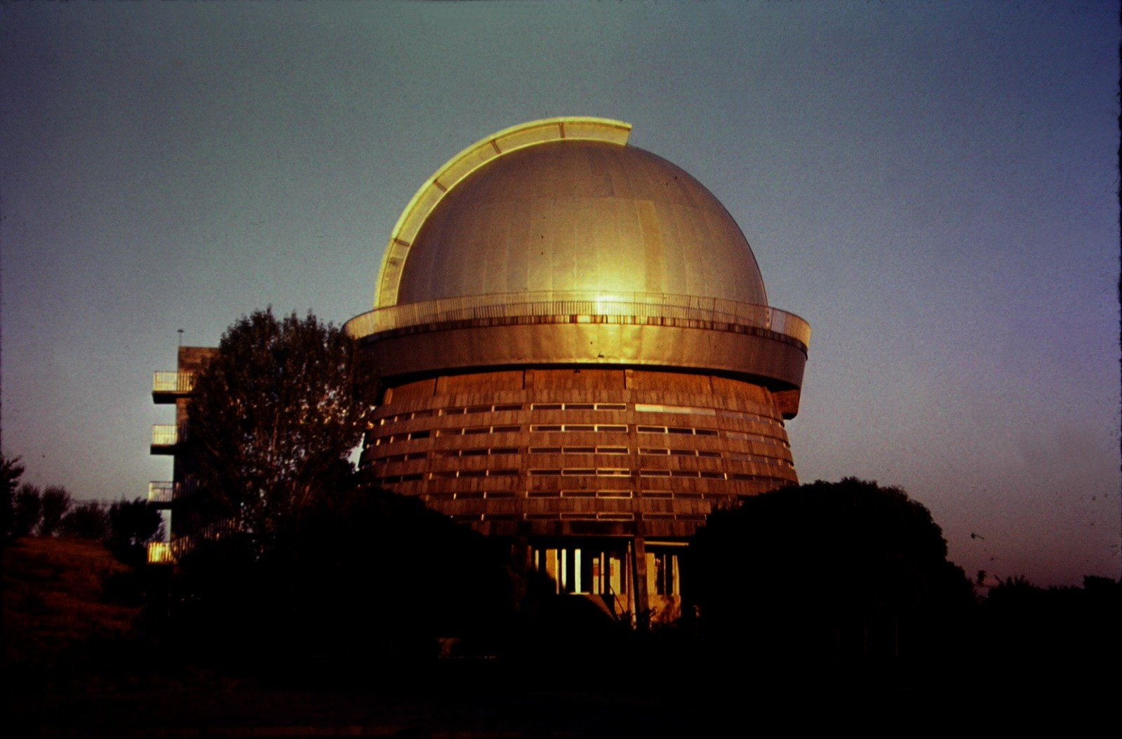 Эчмиадзин — Ошакан — Амберд — озеро Кари — Оганаванк — Сагмосаванк — Бюраканская обсерватория