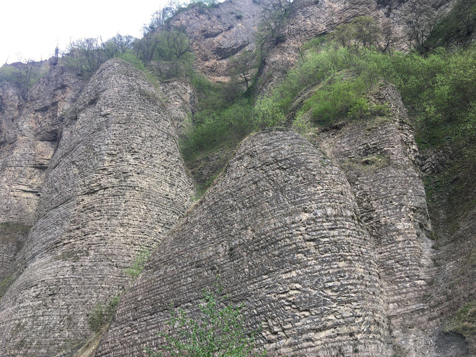 Кармадон, Город мертвых, Мидаграбинские водопады