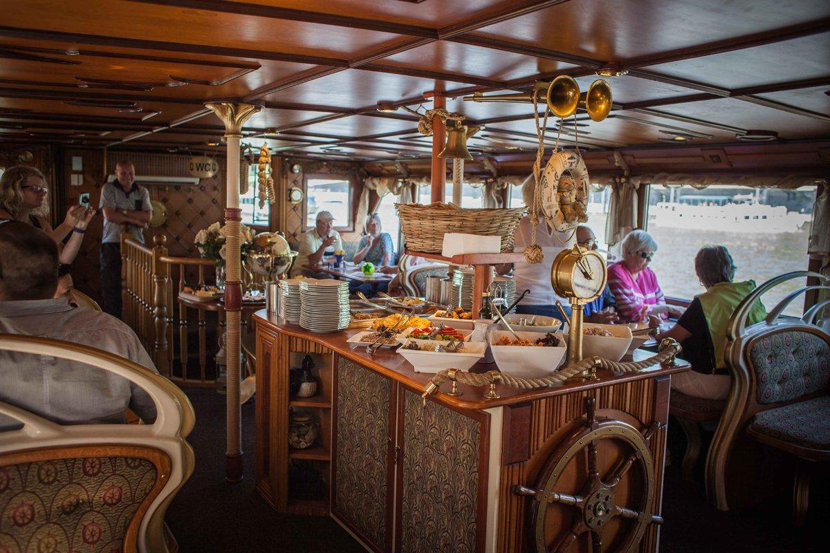 Прогулка на кораблике в Праге с ужином