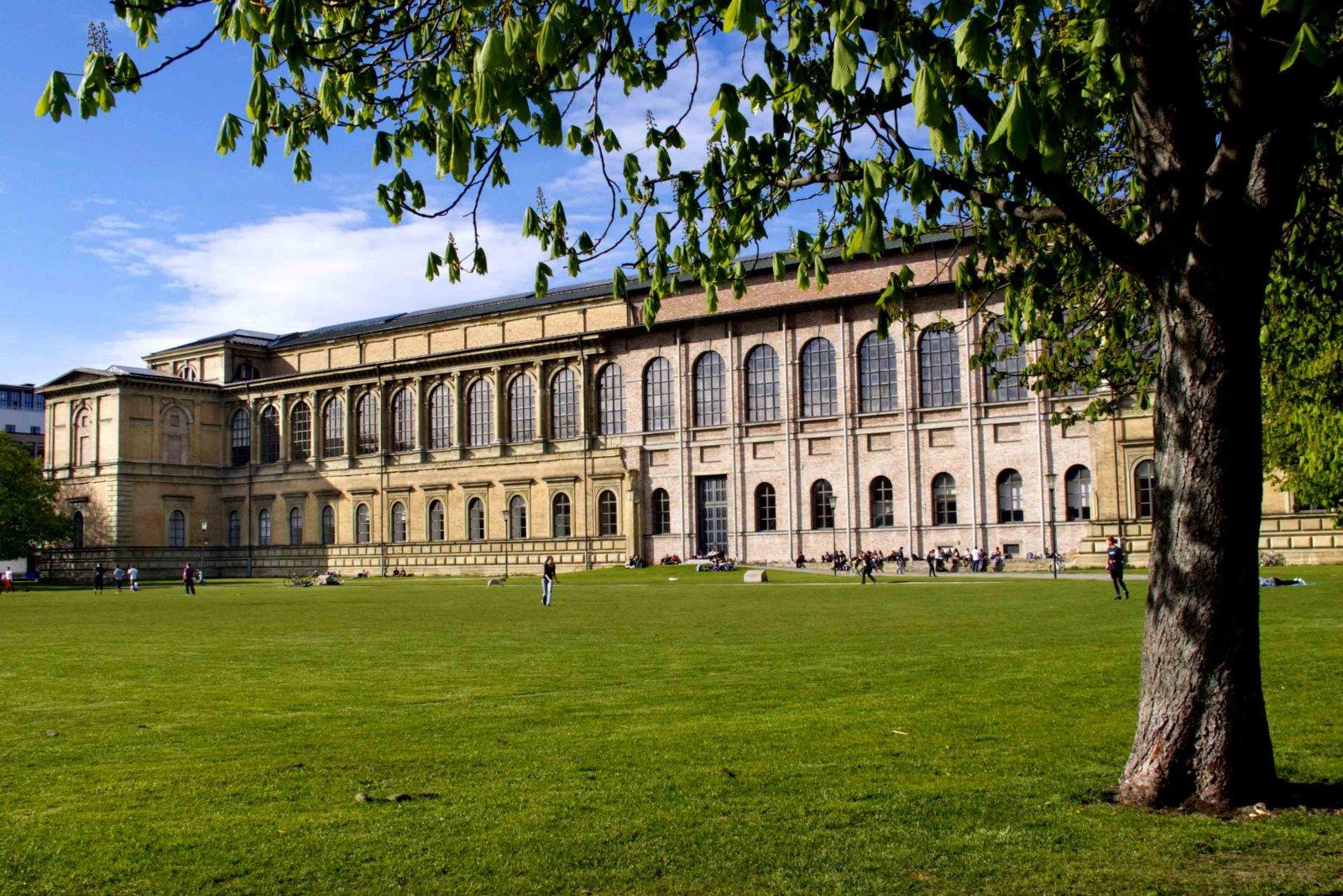 Музейный день. Экскурсия в Старую пинакотеку и Королевскую резиденцию