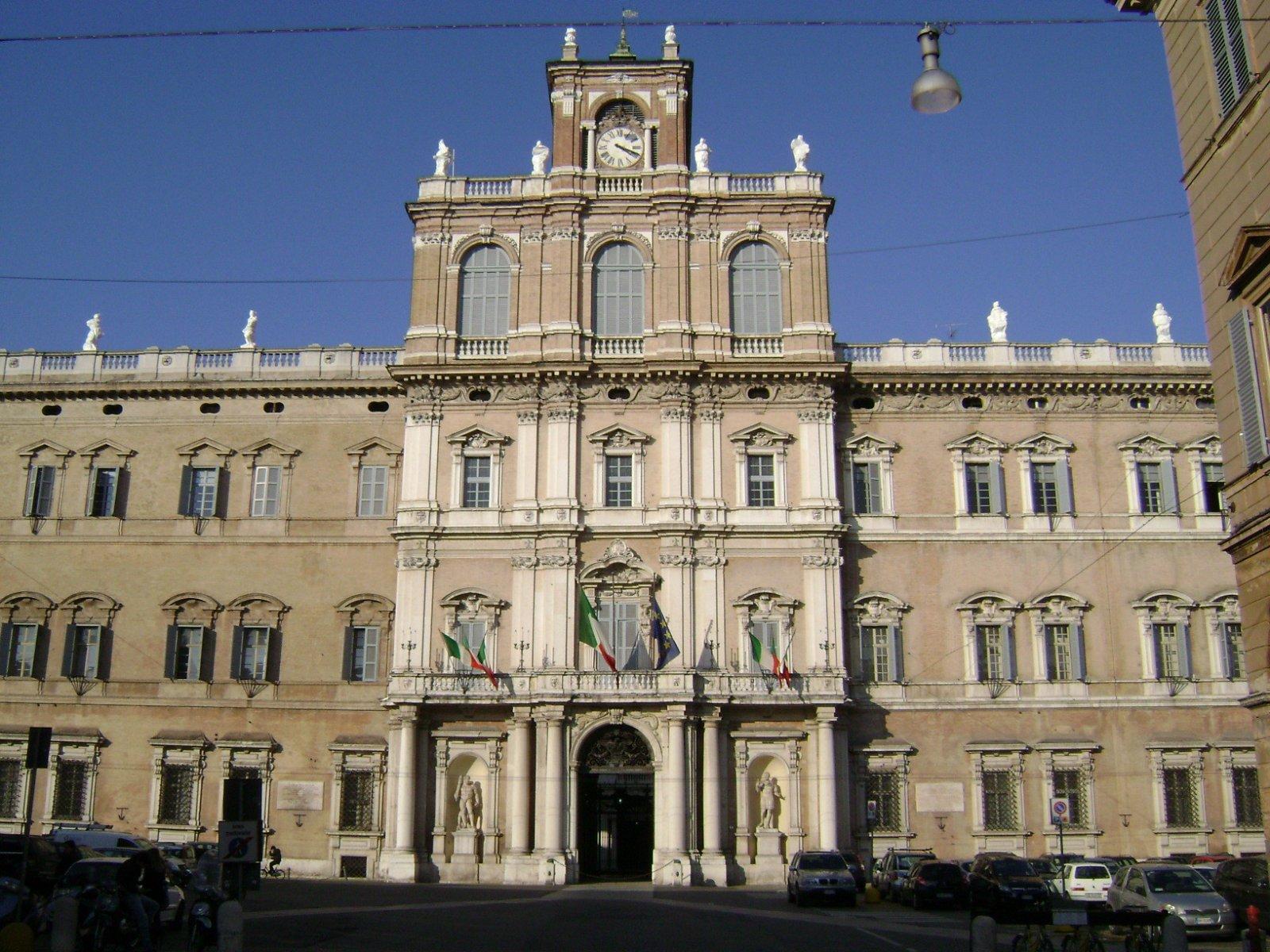 Модена — родина Энцо Феррари и Лучано Паваротти