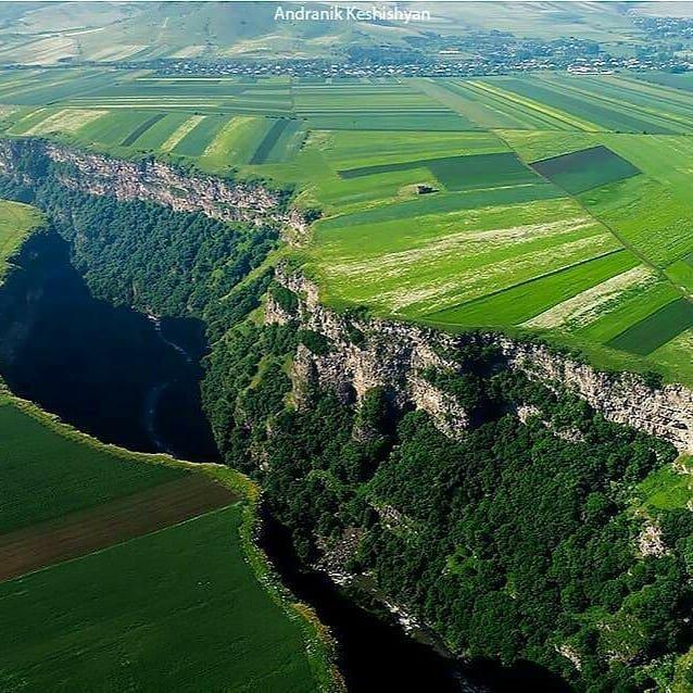 Север Армении — земля контрастов, монастырей и крепостей.