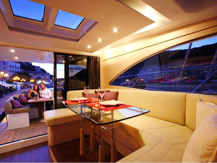 Мегаяхта Beneteau 47 Monte Carlo Fly