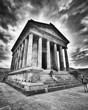 Самые посещаемые храмы Армении: Гарни и Гегард.