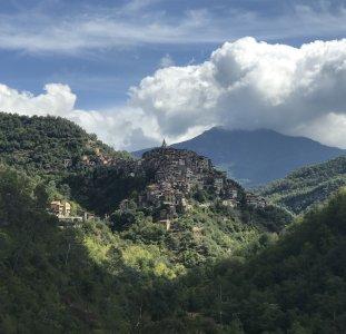 Настоящая Италия. Средневековые города Дольчеаква и Априкале